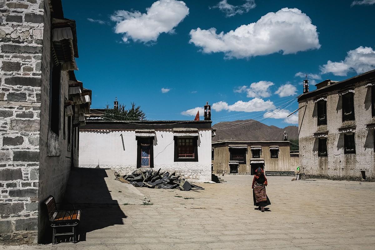 10. Монастырский комплекс занимает приличную территорию, кроме храмов здесь имеются и жилые помещени