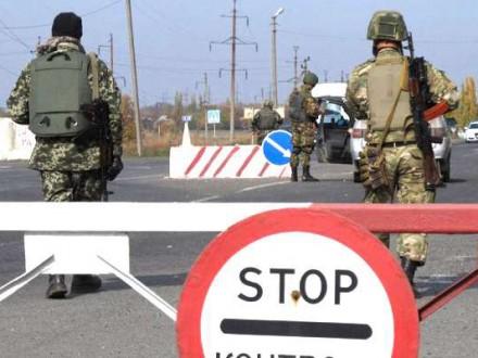 Боевики обстреляли КПВВ «Майорск». Сгорели две машины всерой зоне