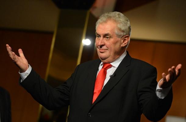 Президент Чехии связал теракты вевропейских странах снаплывом мигрантов