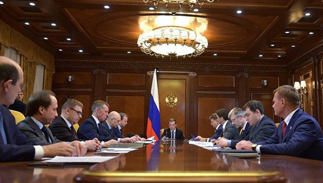 Медведев утвердил план поддержки экономикиРФ на 2017