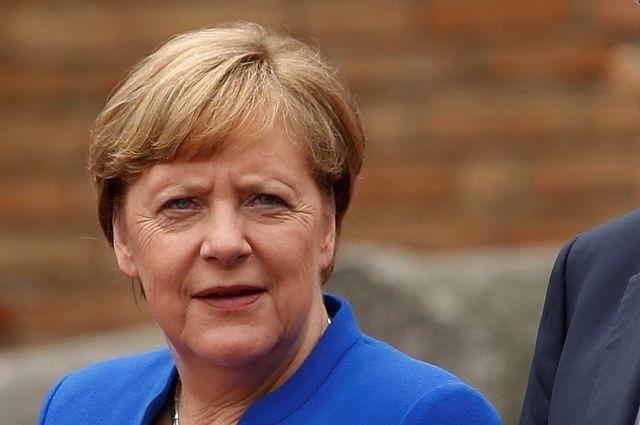 Трюдо похвастался перед Меркель цветными носочками