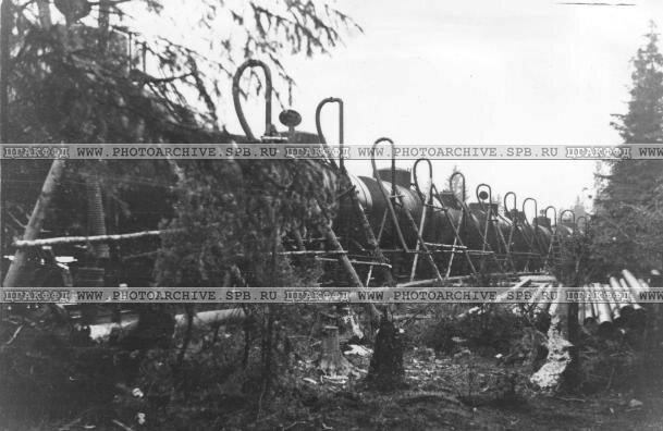Заправка горючего в бухте Морье - здесь горючее наливается в железнодорожные цистерны. Июль 1942 г.