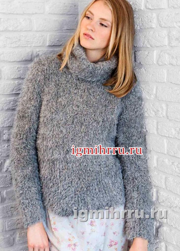 Комфортный серый свитер из длинноворсовой пряжи. Вязание спицами