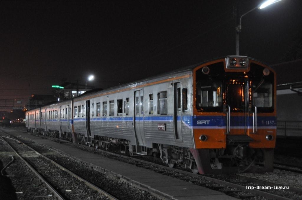 Тайские поезд. Кстати фотка как раз из Пхитсанулка