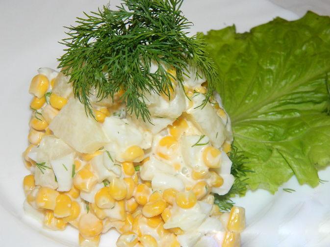Салат из кальмаров с яйцом и кукурузой и креветками