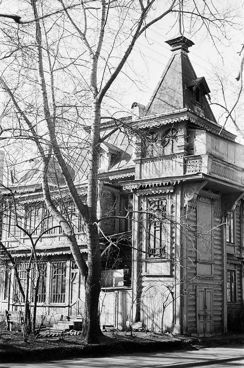 1974. Дом в Песочном переулке к югу от Воскресенского храма