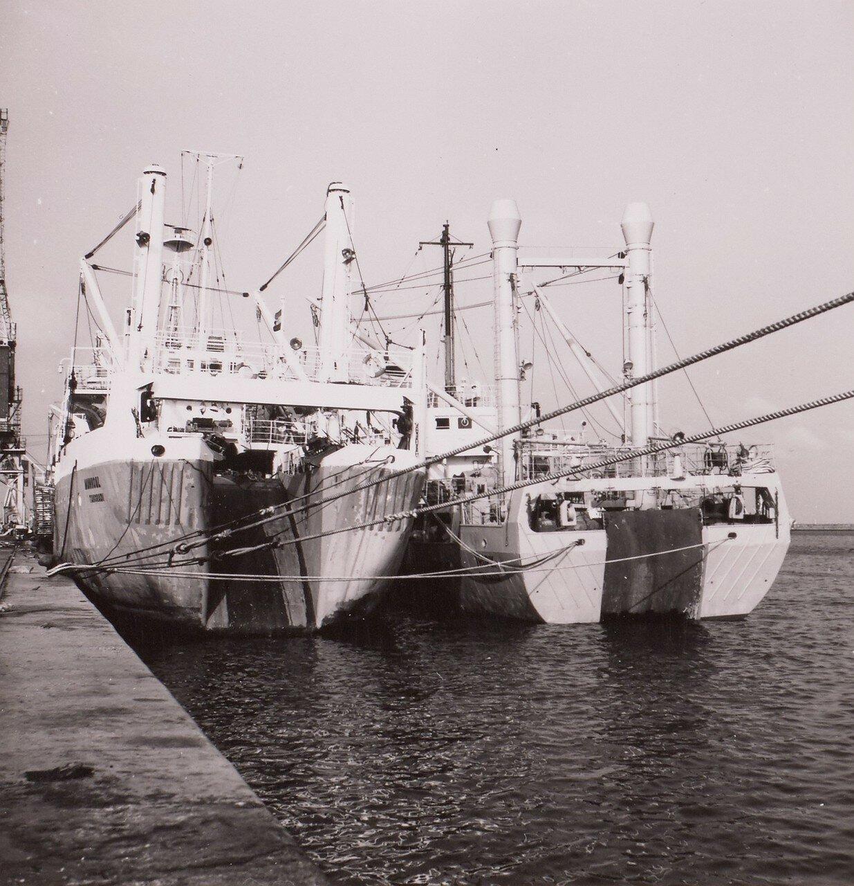 Гана. Тема. Корабли рыболовного флота в порту