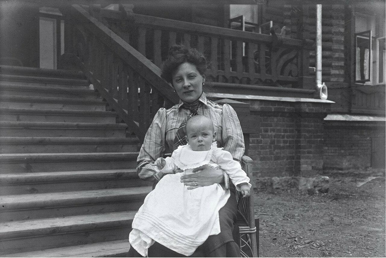1900-е. Мария Васильевна Вострякова с сыном Вадимом