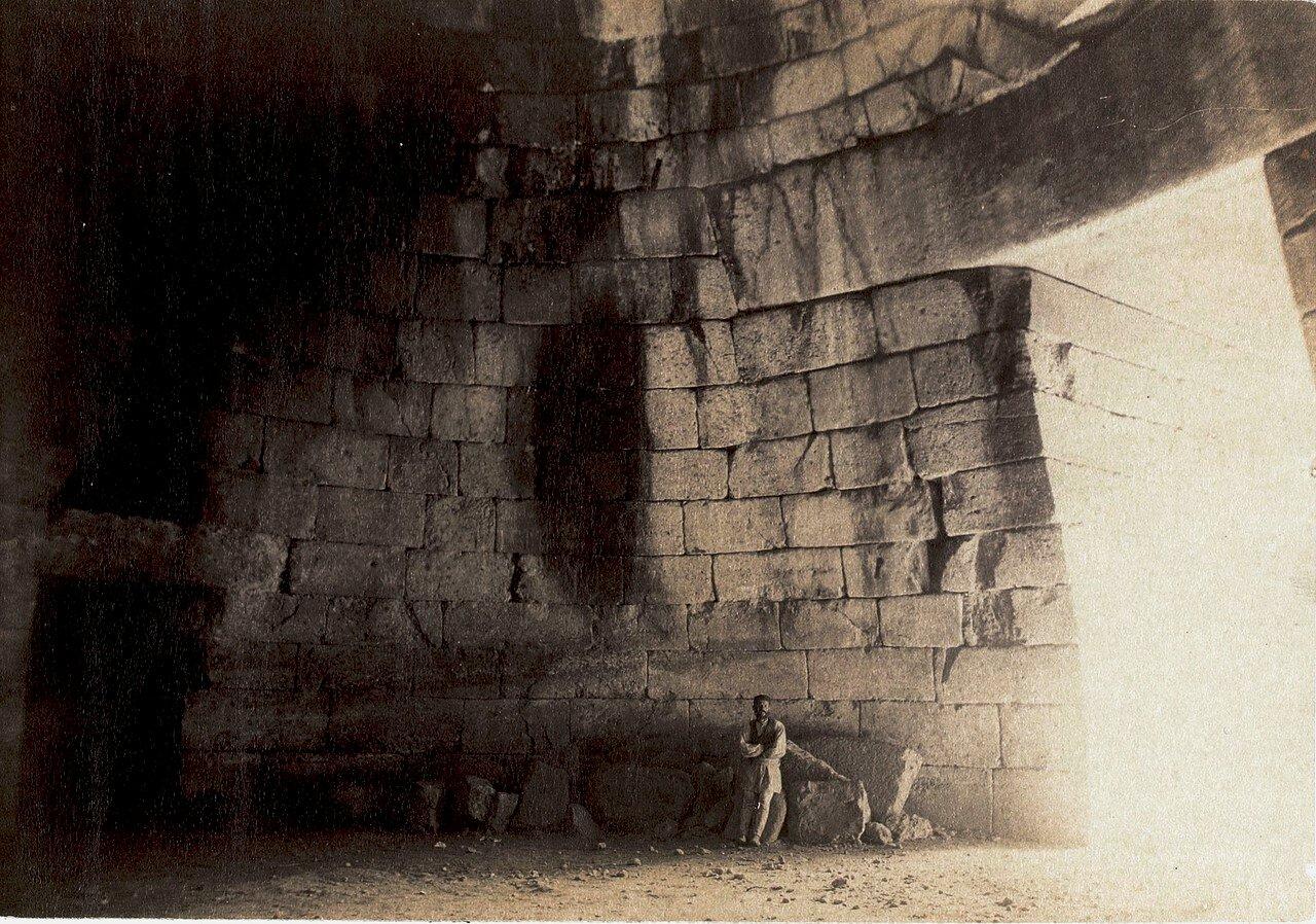 03. Микены. Внутри гробницы Агамемнона