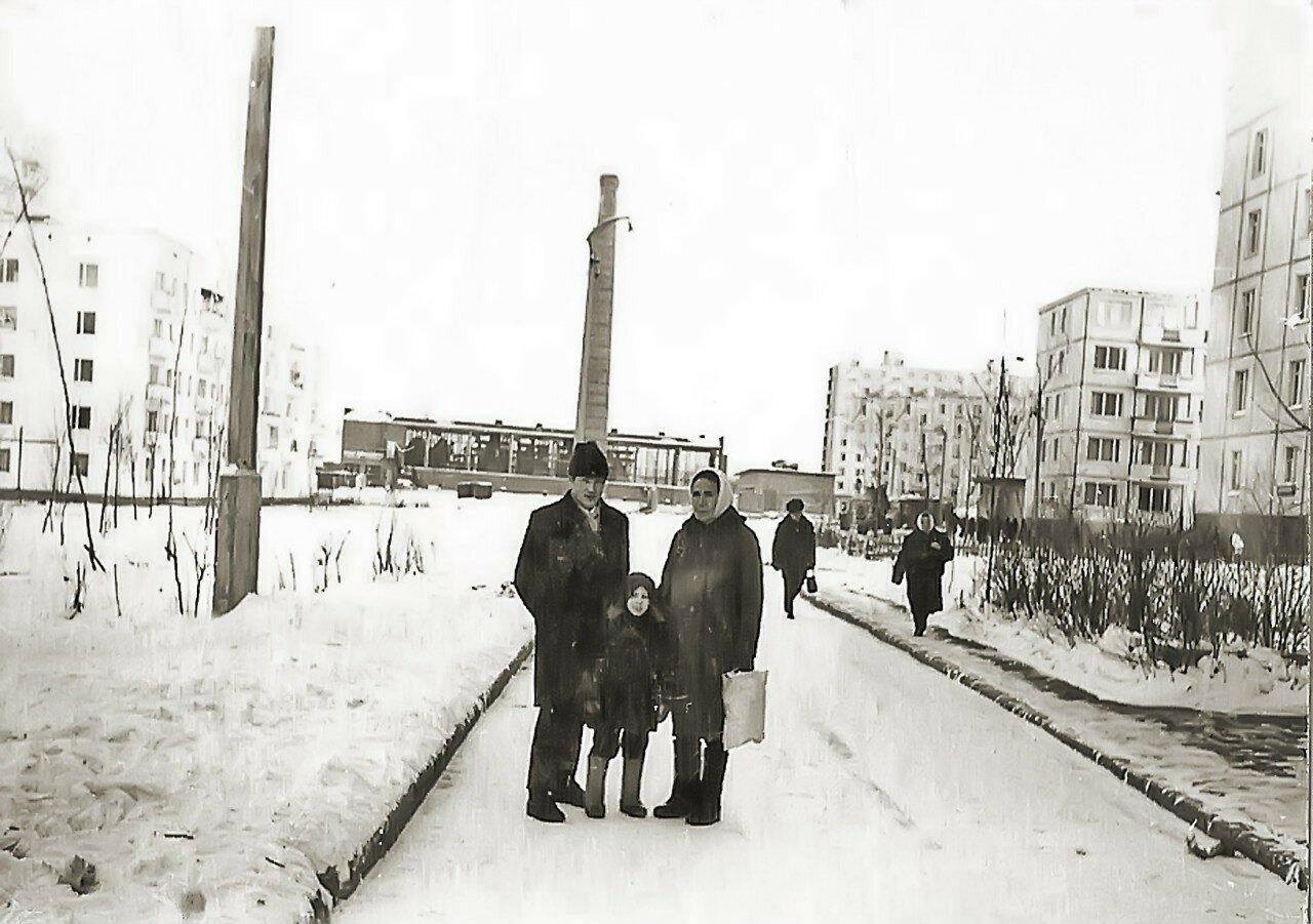 1971. Около дома 7 корпус 5 по улице Главмосстроя
