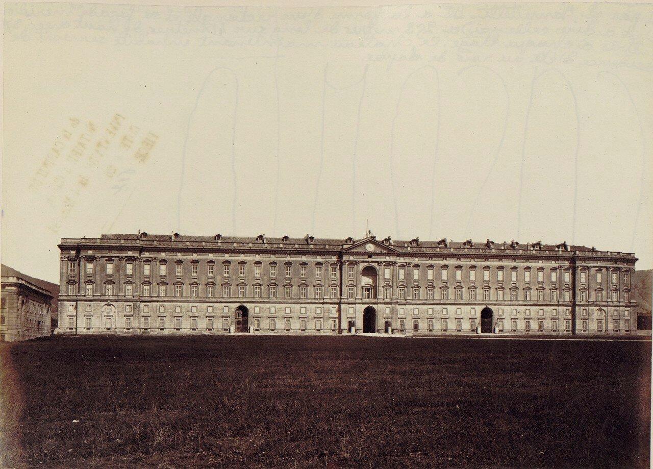 132. Казерта. Королевский дворец  — самое большое здание, возведённое в Европе в XVIII веке