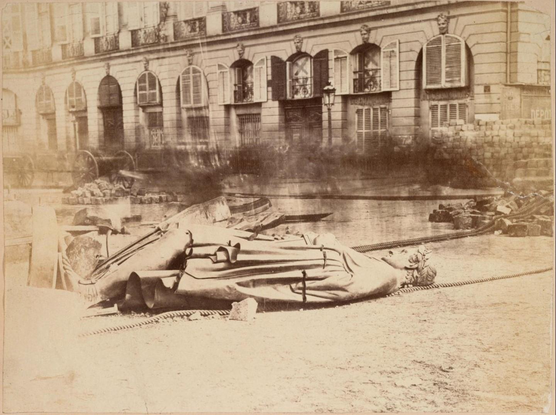 Разрушенная после 16 мая 1871 года Вандомская колонна