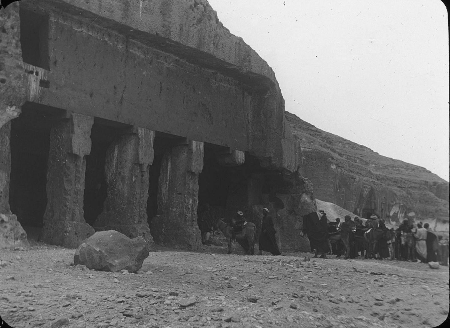 Бени-Хасан. Одна из гробниц
