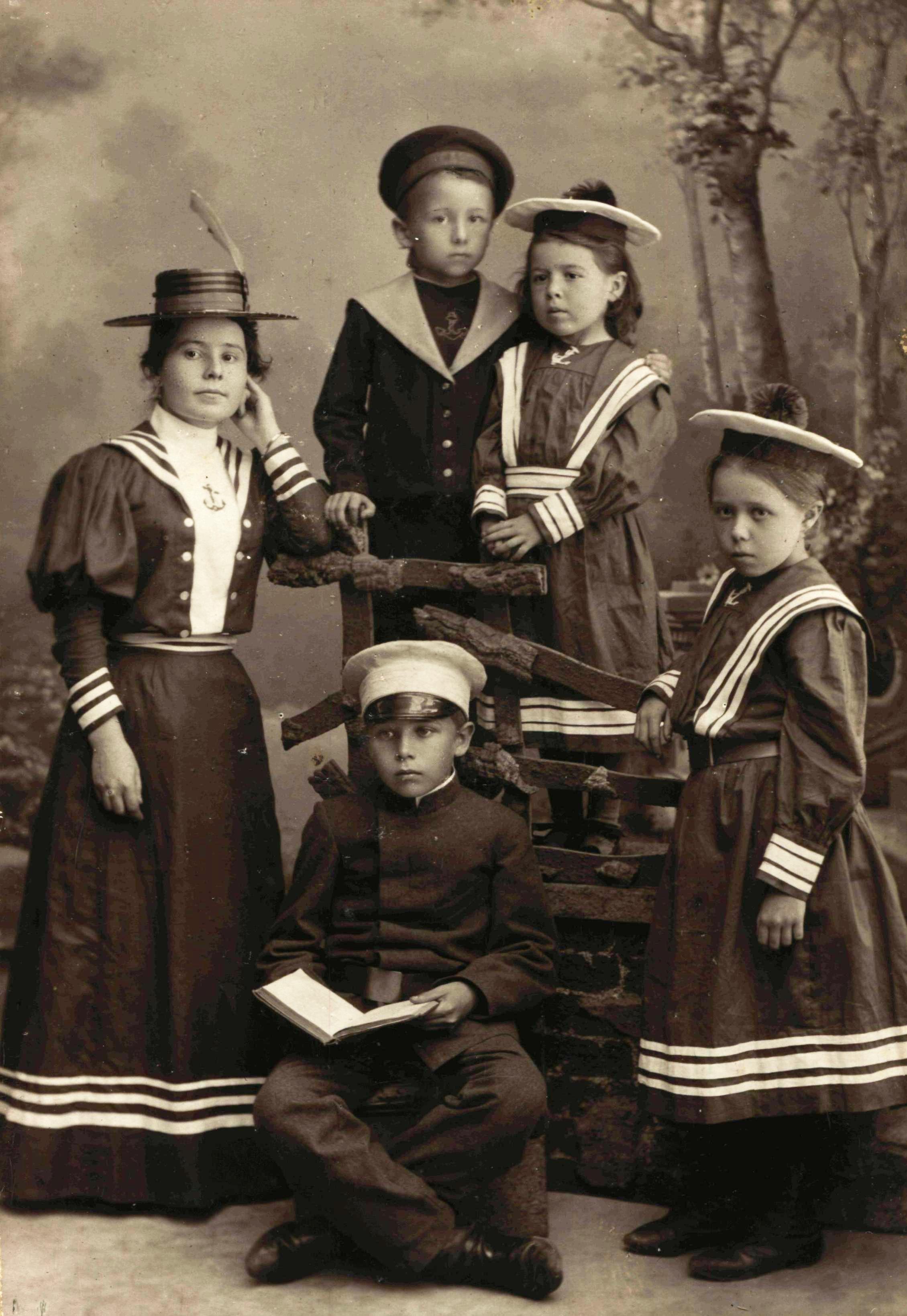 Портрет детей из семьи Орловых. 1895