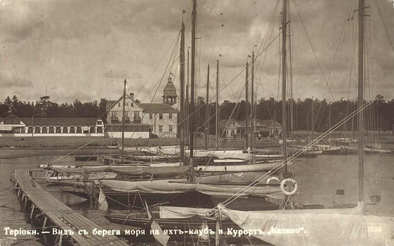 Вид с берега моря на яхт-клуб и курорт Казино