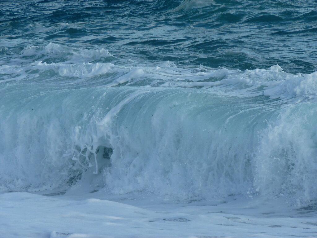 Мгновенье замри ...бурлящая бездна,воды синева!
