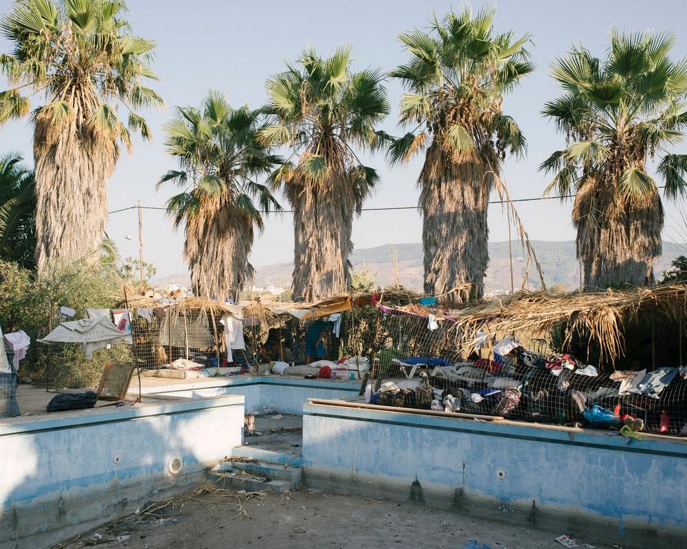 Туристы vs беженцы в Греции