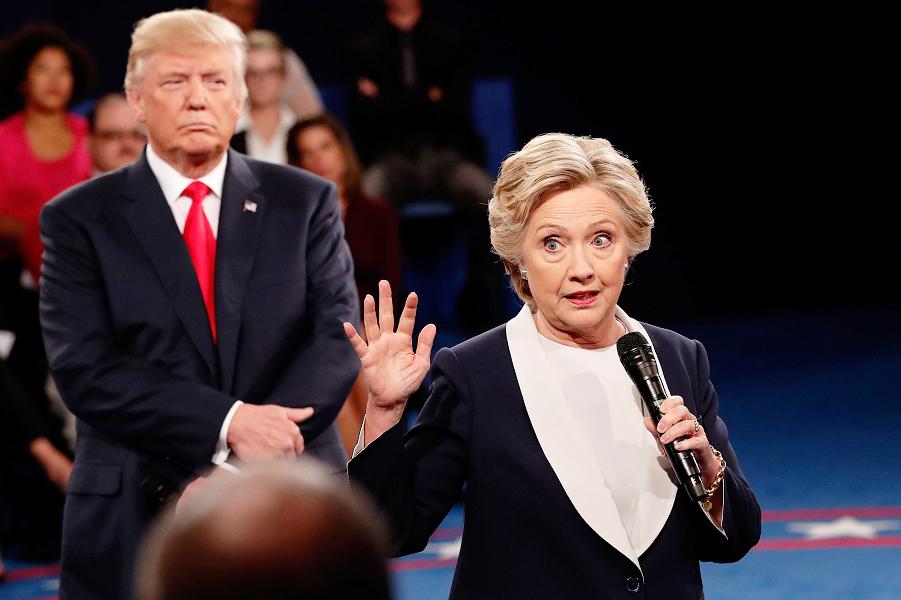 Трамп и Клинтон на дебатах.png