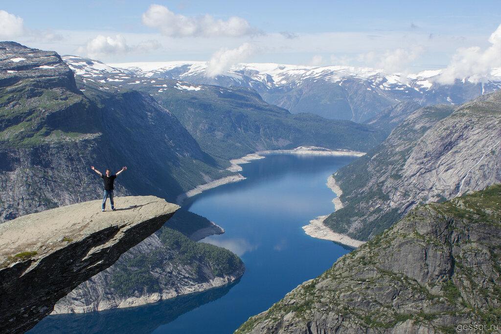 Один день на пути к Языку Тролля в Норвегии.