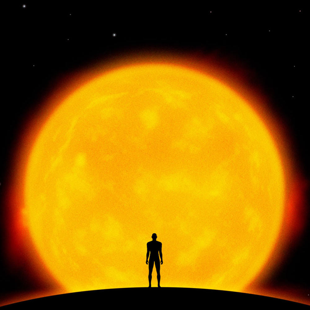 Открытки. 3 мая День Солнца! Человек на фоне солнца!