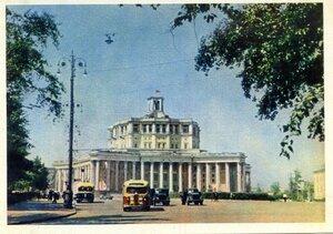 Москва. Центральный театр Советской Армии. Фото Г. Петрусова. Правда, 1957, 350 тыс.jpg