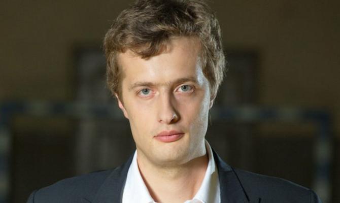 Сын Петра Порошенко задекларировал идентичные  с супругой  наличные суммы