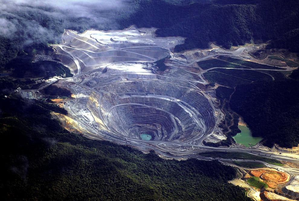 4. Принадлежащий американской компании Ньюмонт рудник с золотом и медью на индонезийском острове Сум
