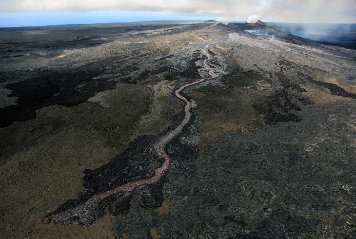 2. К 18 июля от лесных массивов на вулканическом конусе мало что осталось. (Фото USGS HVO):