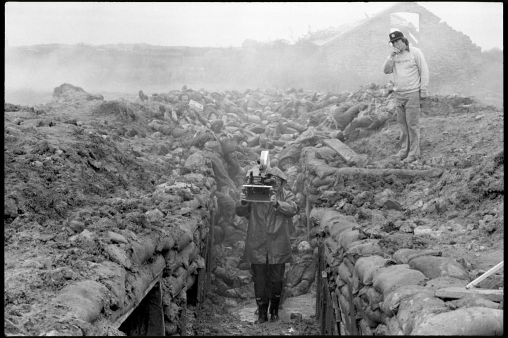 6. В массовке принимают участие местные жители из Саунтан Сэндс, графство Девоншир, где снимались сц