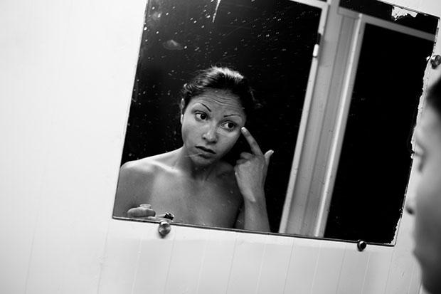 Марта наносит макияж. Когда ей было 23 года, она решила попробовать себя в порноиндустрии. «Я поняла