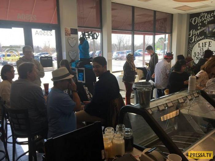 Кафе открыто учебным центром GiGi's Playhouse Hoffman Estates, который предоставляет