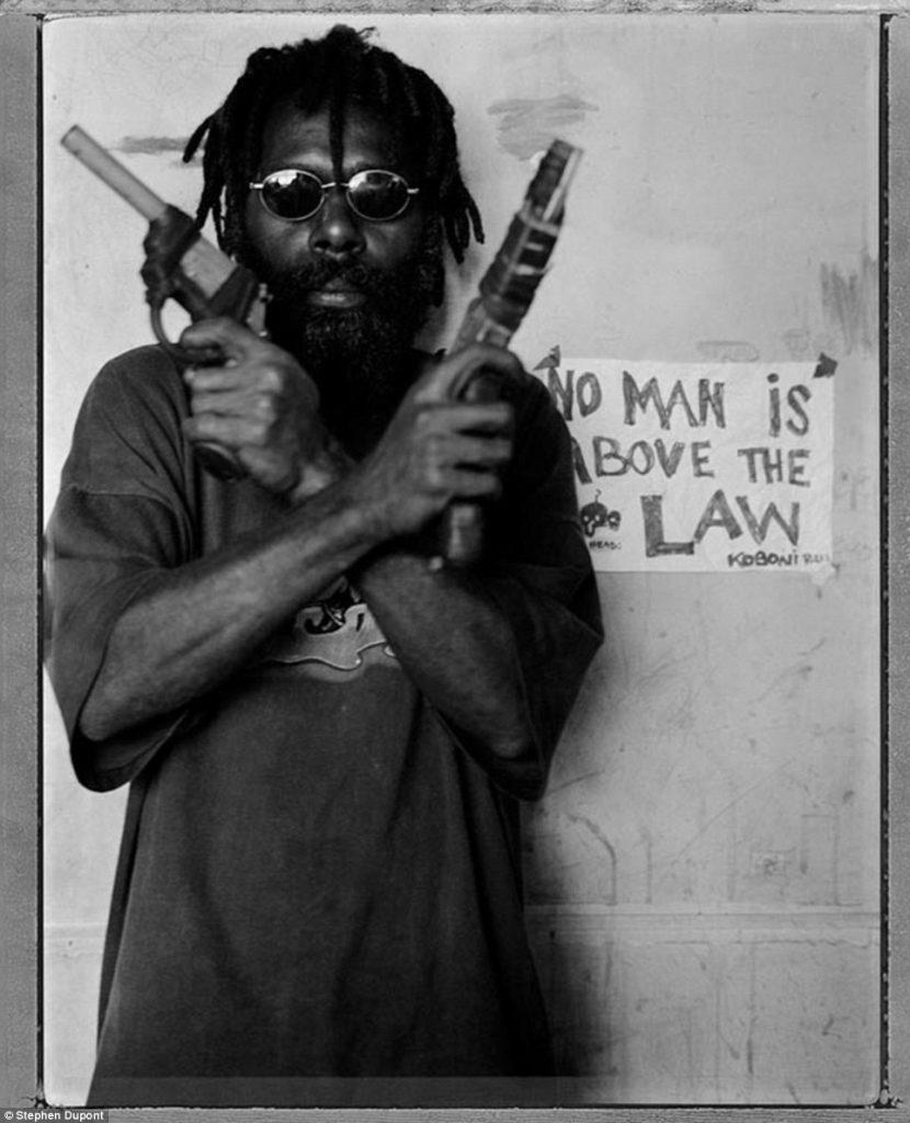 Среди местной знати оказался и некий Алан Омара, лидер банды рэсколов под названием «Кипс Кабони», т