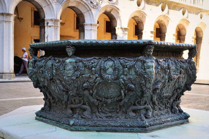 колодец во дворце Дожей