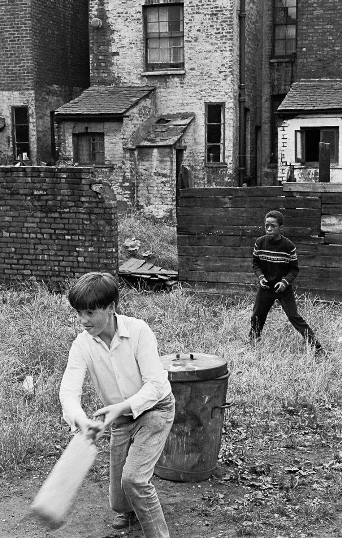 historical-children-playing-photography-116-58ac0f16e13bc__700.jpg