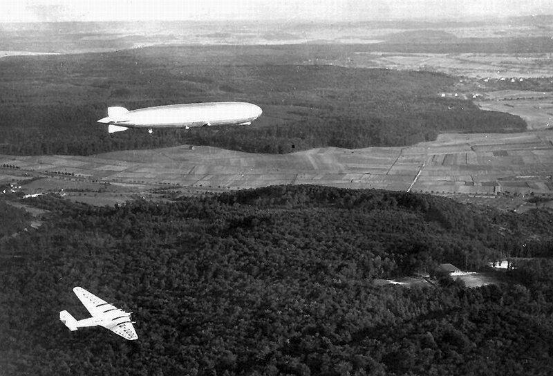 Ju-G38-and-Zeppelin_zpsedewfm80.jpg