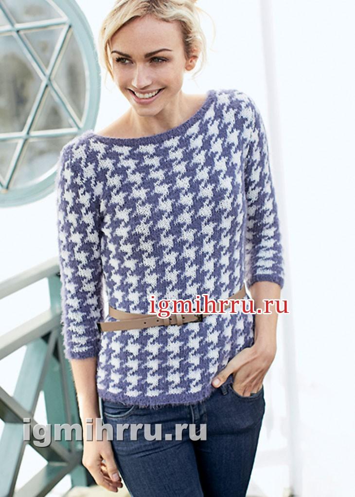 Двухцветный пуловер с узором гусиная лапка. Вязание спицами