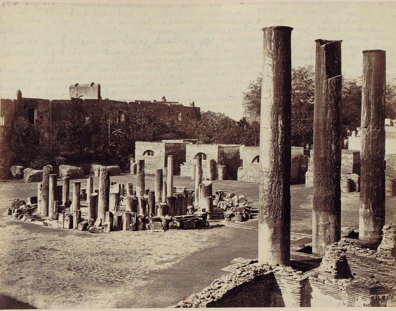 Поццуоли. Внутри храма Сераписа