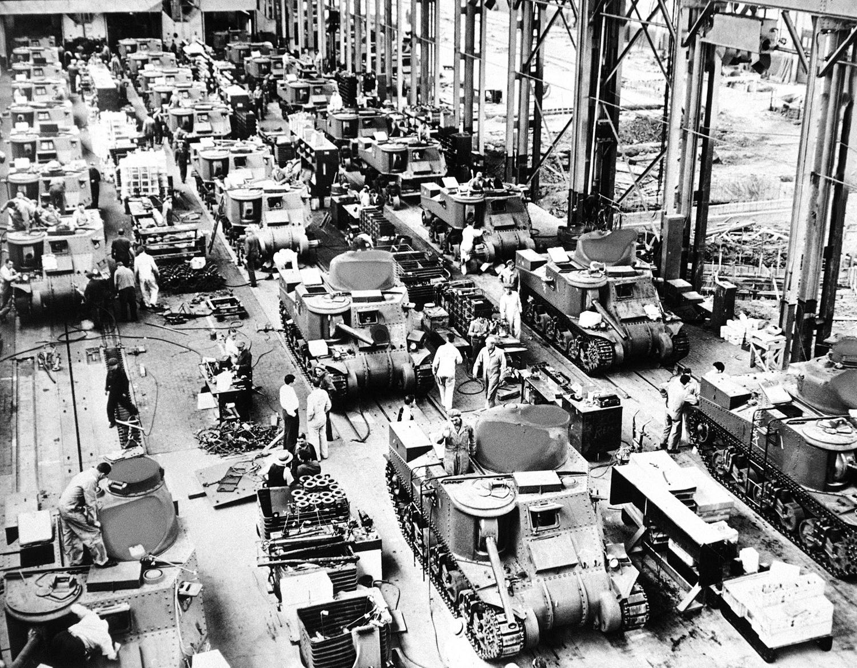 1942. 4 июля. Корпорация Крайслер производит 28-тонные танки, прозванные «Генералами Грантами», зарекомендовавших себя на Ближнем Востоке, во время боев в Египте