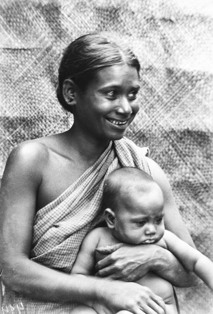 610. Женщина с ребенком