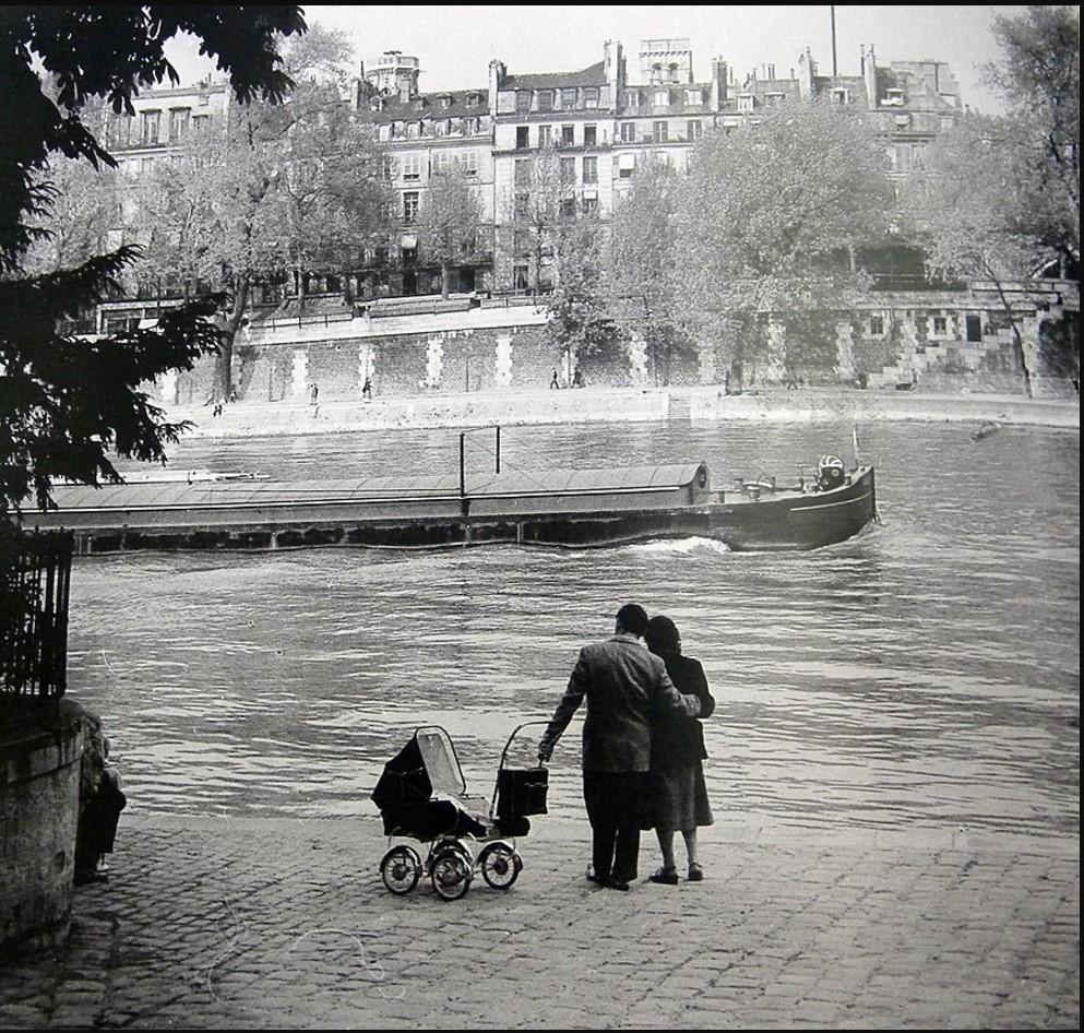 1953. Пара с детской коляской