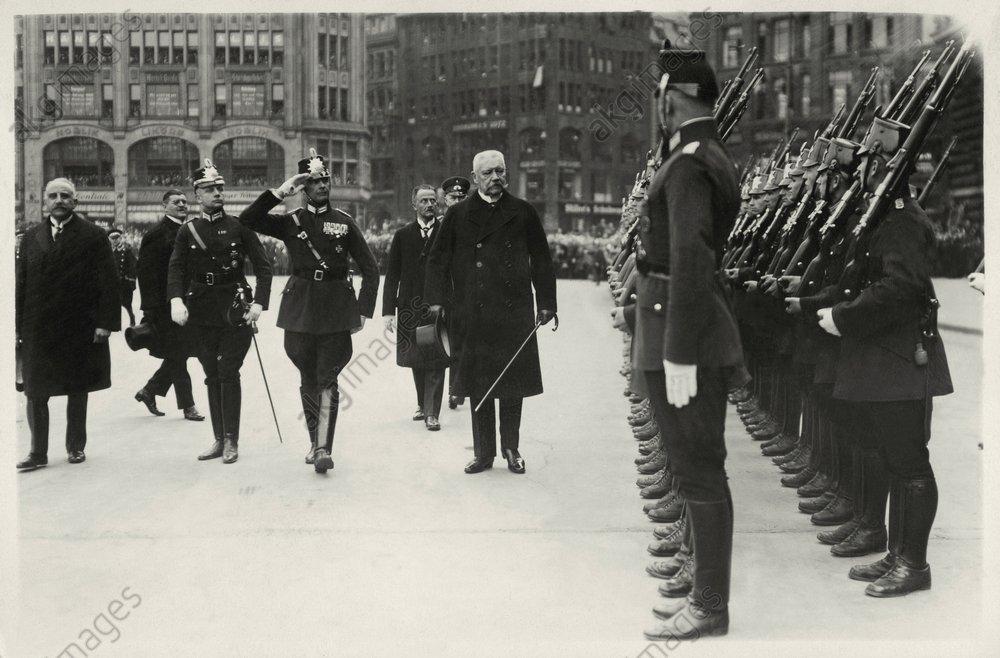Hindenburg/Ehrenformation der Polizei - -