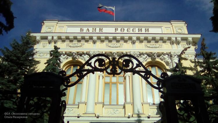 Международные резервы России занеделю повысились на $2,7 млрд