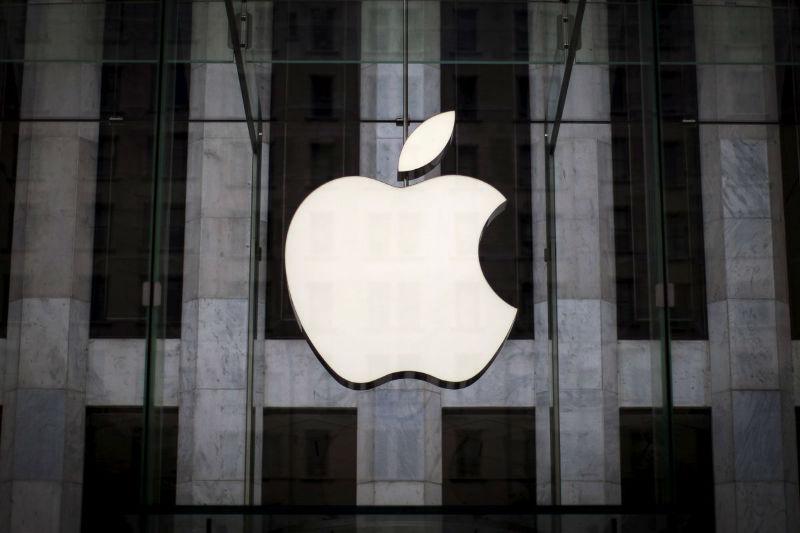 Apple может выпустить складывающийся в пару раз iPhone