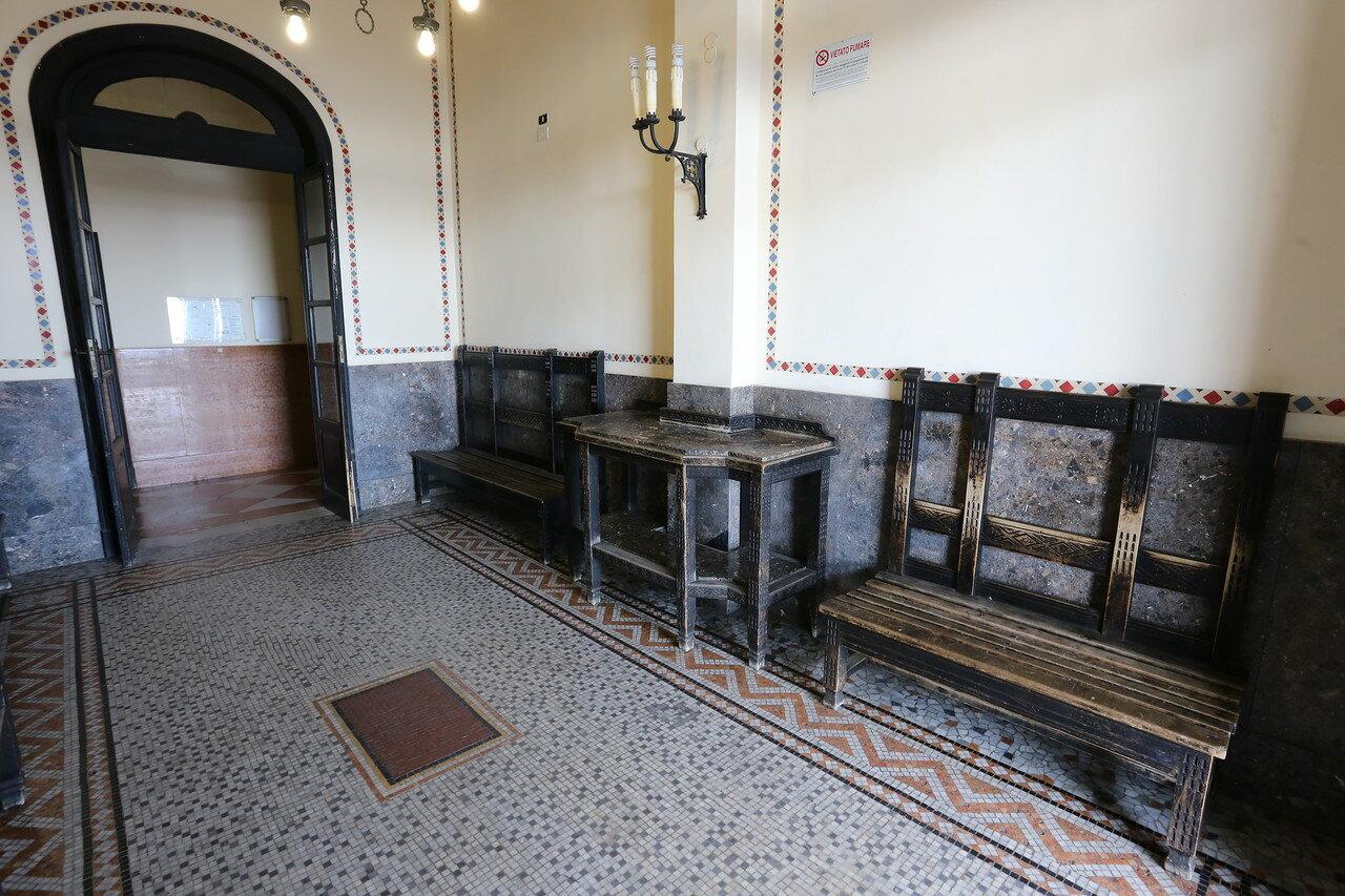 Taormina-Giardini station (Stazione di Taormina-Giardini). Interior
