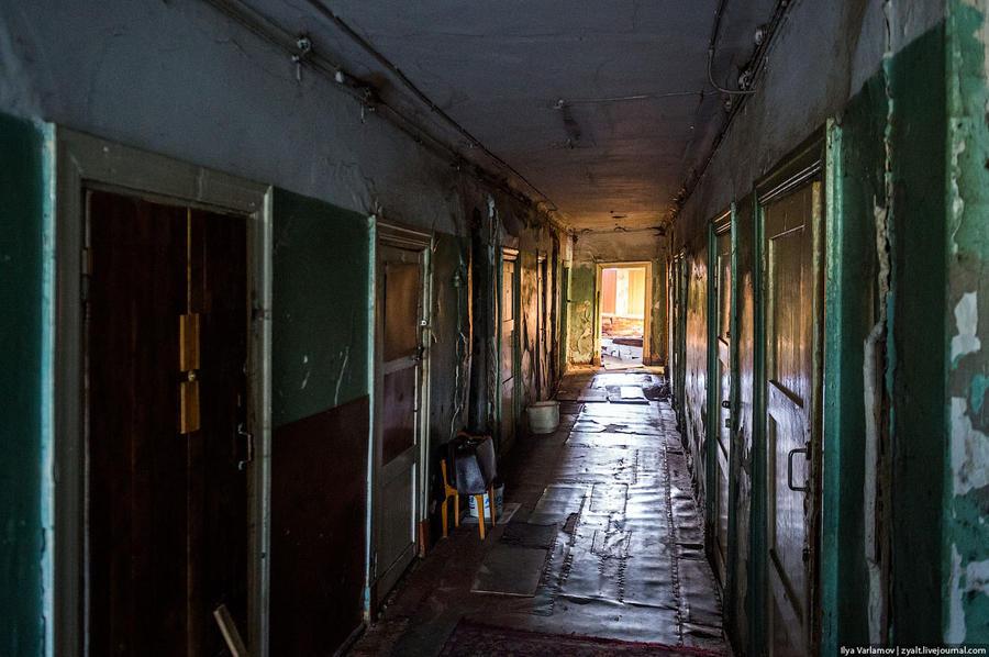 8. Это коммуналки. На дворе 2015 год, но в Архангельске люди живут вот в таких вот коммуналках.