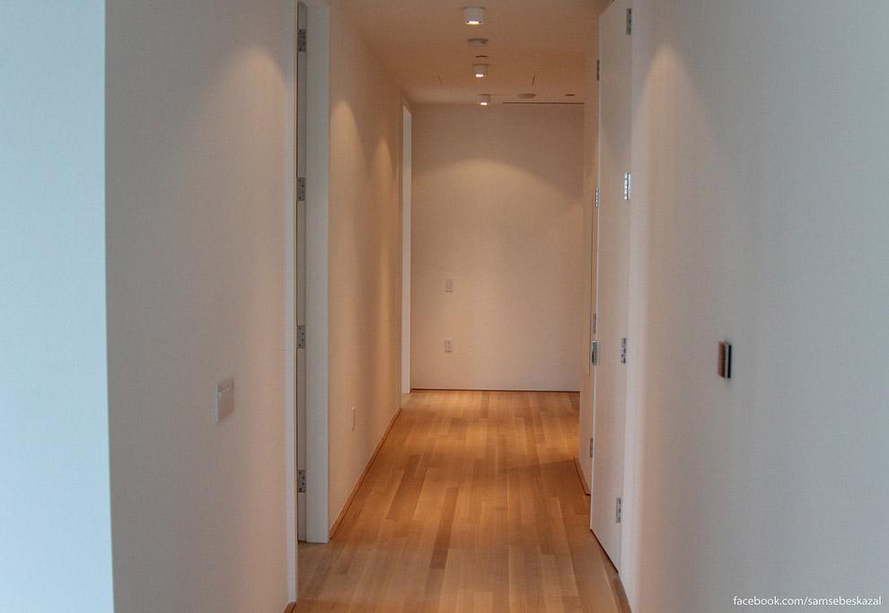 34. Все двери доходят до самого потолка.