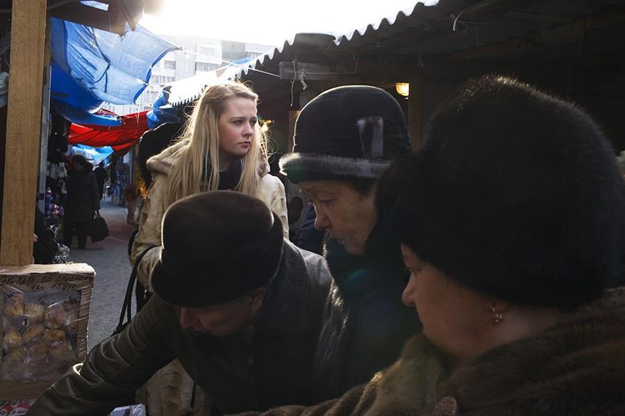 16. Анастасия Михайленко на рынке Красноярска. Анастасия из небольшого городка в Иркутской области,