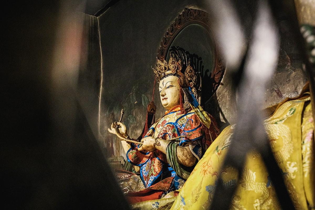 30. В храме много чудесных скульптур. Жаль, что на групповое посещение иностранцам отводится всего о