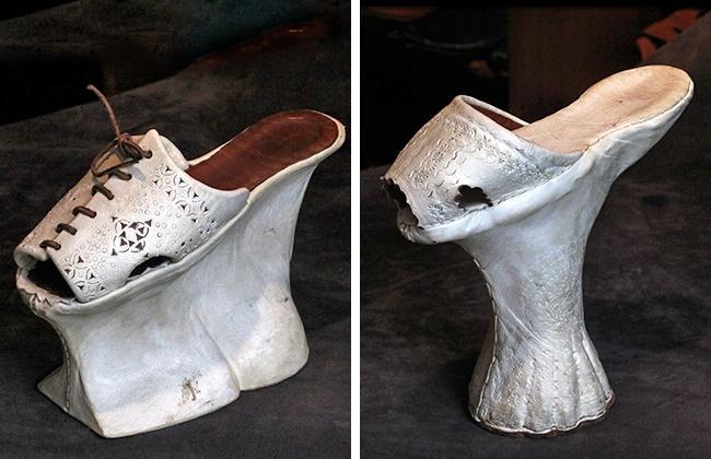 © wikipedia  © wikimedia  Дамы XV–XVII веков носили чопины , чтобы уберечь свои платья о