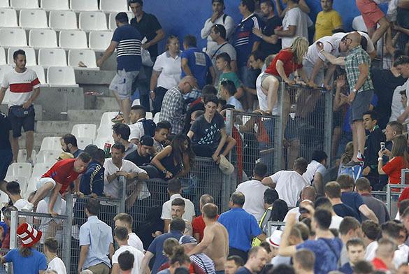 Русские футбольные фанаты записали песню для английских болельщиков